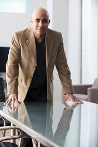 Burnout-Spezialist Dr. Golling aus München bei der Therapie eines Burn-out-Syndroms
